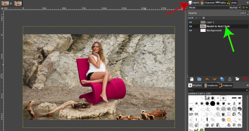 Panel de capas modelo en capa de silla roja